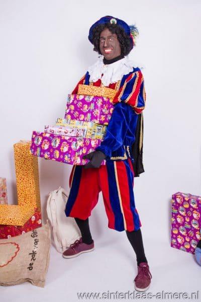 Zwarte Piet met kadootjes